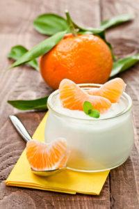 Bild: Joghurt mit Mandarinen und Pfefferminze